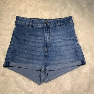 Highwaisted jean shorts